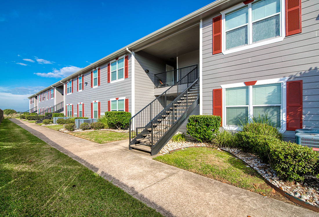 1 & 2 Bedroom Apartments for Lease at Cypress Bend Apartments in West Beaumont, TX