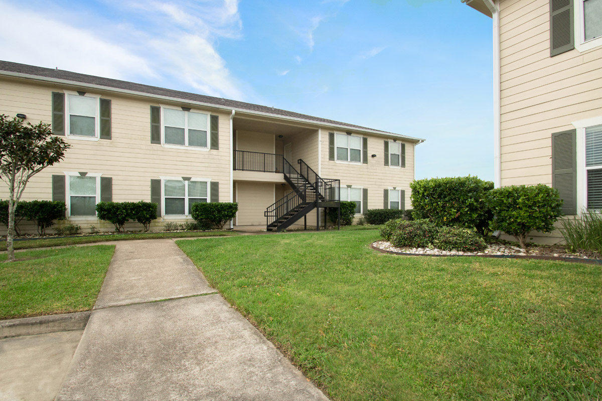 Apartments for Rent at Cypress Bend Apartments in Beaumont, TX