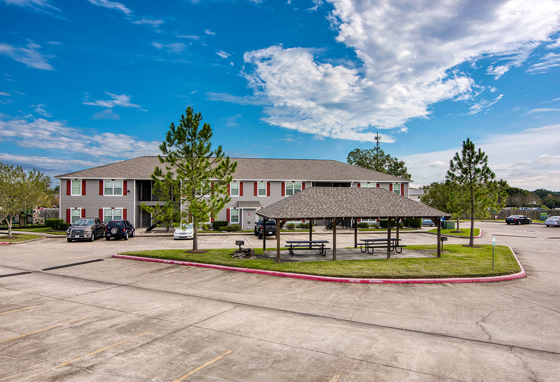 1 & 2 Bedroom Apartments with Outdoor Picnic Area at Cypress Bend Apartments in West Beaumont, TX