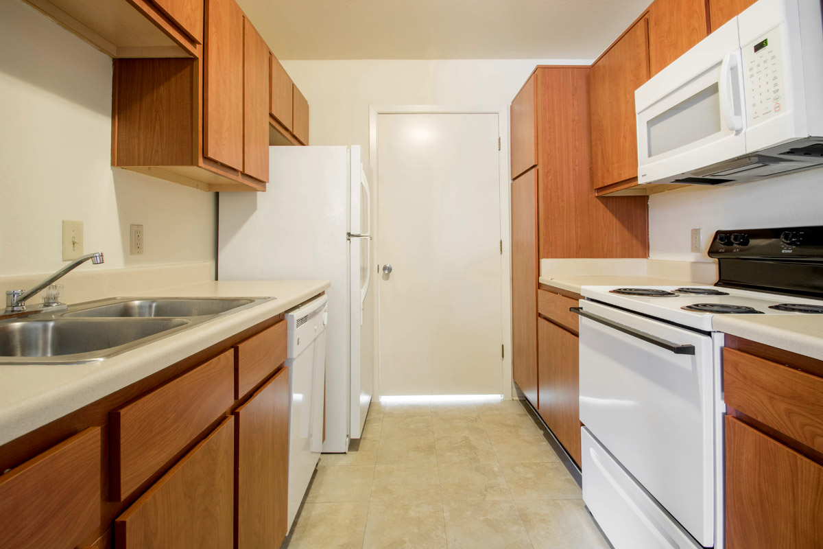 Modern Kitchen with Updated Appliances at Cypress Bend Apartments in Beaumont, TX