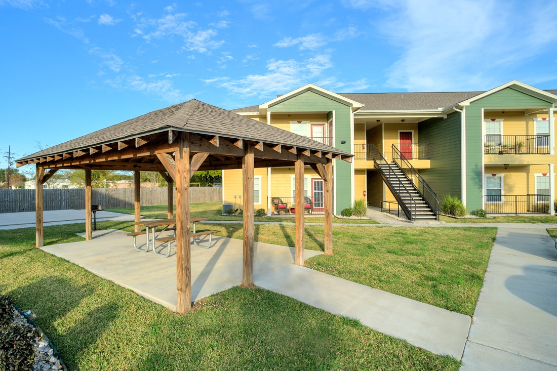 Outdoor Picnic Pavilion at Cypress Bend Village Apartments in Beaumont, TX