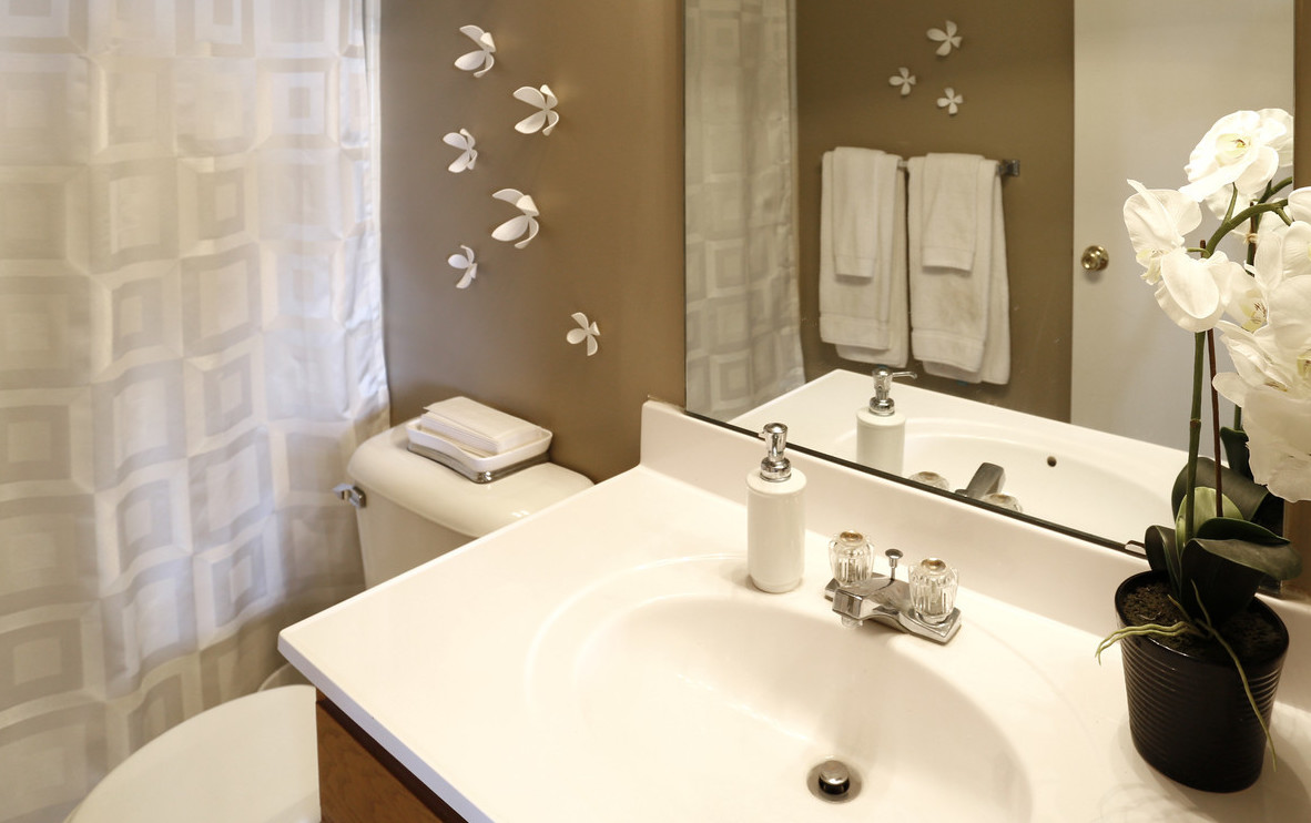Spacious Bathroom Vanity with Mirror at Deer Ridge Apartments in Loveland, Ohio