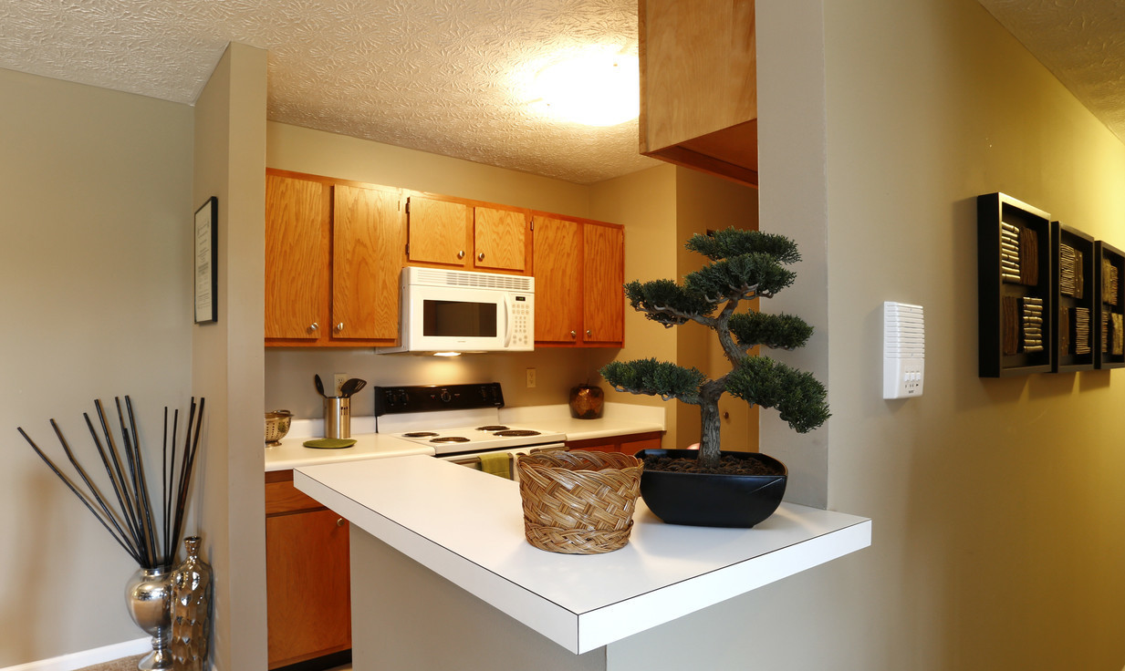 Breakfast Bar at Deer Ridge Apartments in Loveland, Ohio