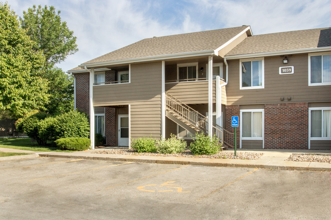 Pleasant Community Living at Delaware Crossing Apartments in Ankeny, Iowa