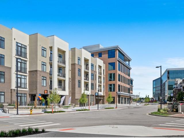 Apartments in Lenexa at The District Flats Apartments in Lenexa, KS