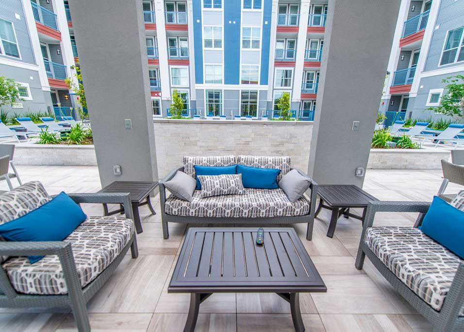 Outdoor Seating Areas at Dolce Midtown Apartments in Houston, Texas