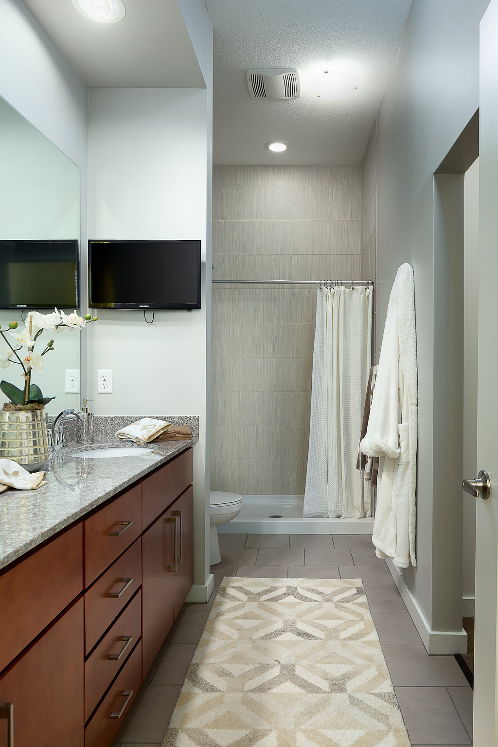 Luxury Bathrooms at Domain City Center Luxury Apartments in Lenexa, Kansas