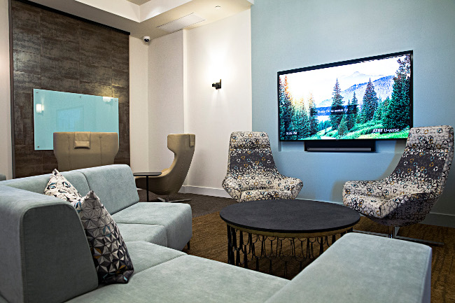Resident Lounge with Modern Furnishings at Domain City Center Luxury Apartments in Lenexa, Kansas