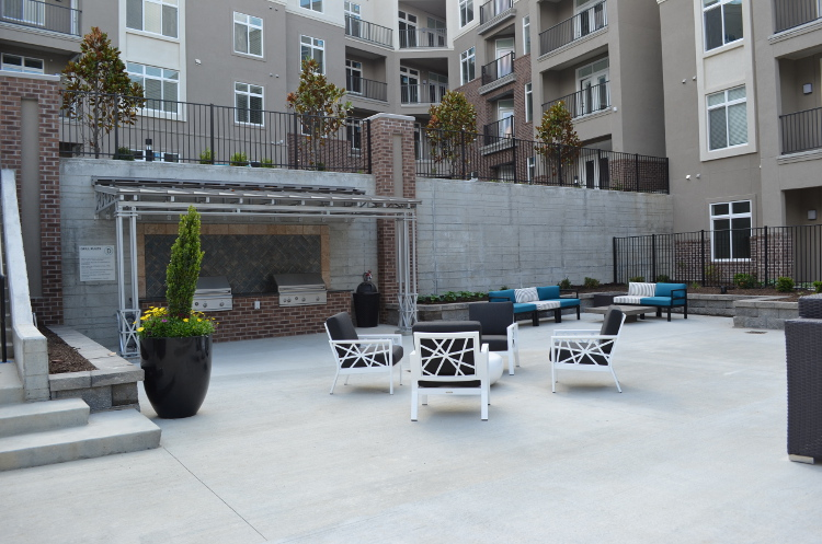Relaxing Outdoor Seating at Domain City Center Luxury Apartments in Lenexa, Kansas