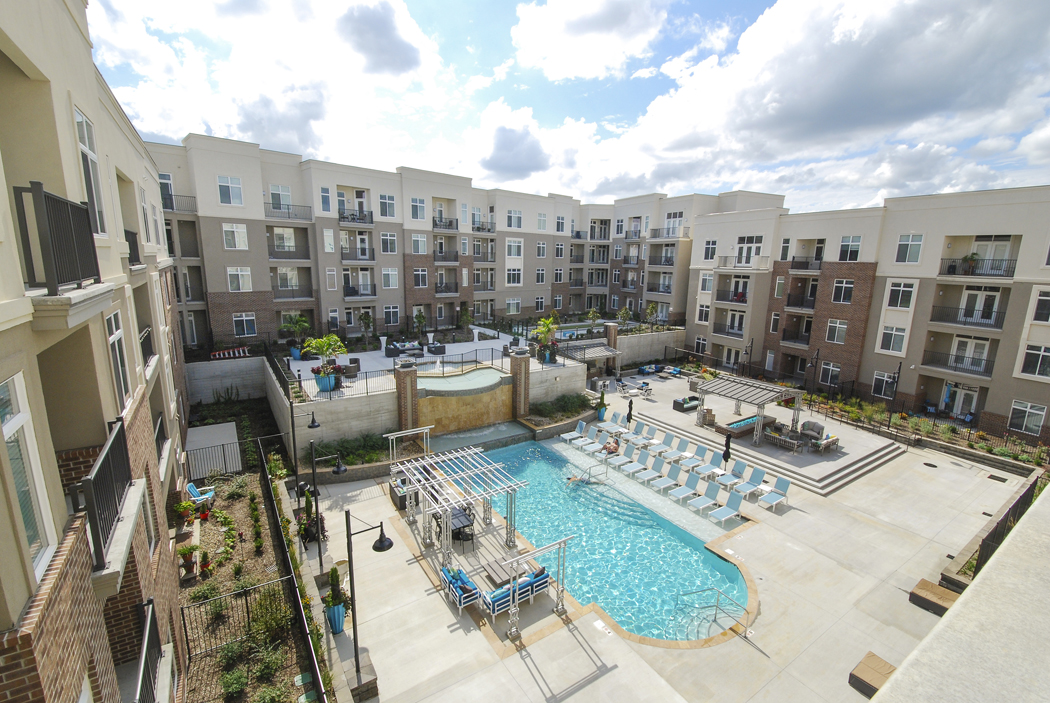 Outdoor Entertainment Area at Domain City Center Luxury Apartments in Lenexa, Kansas
