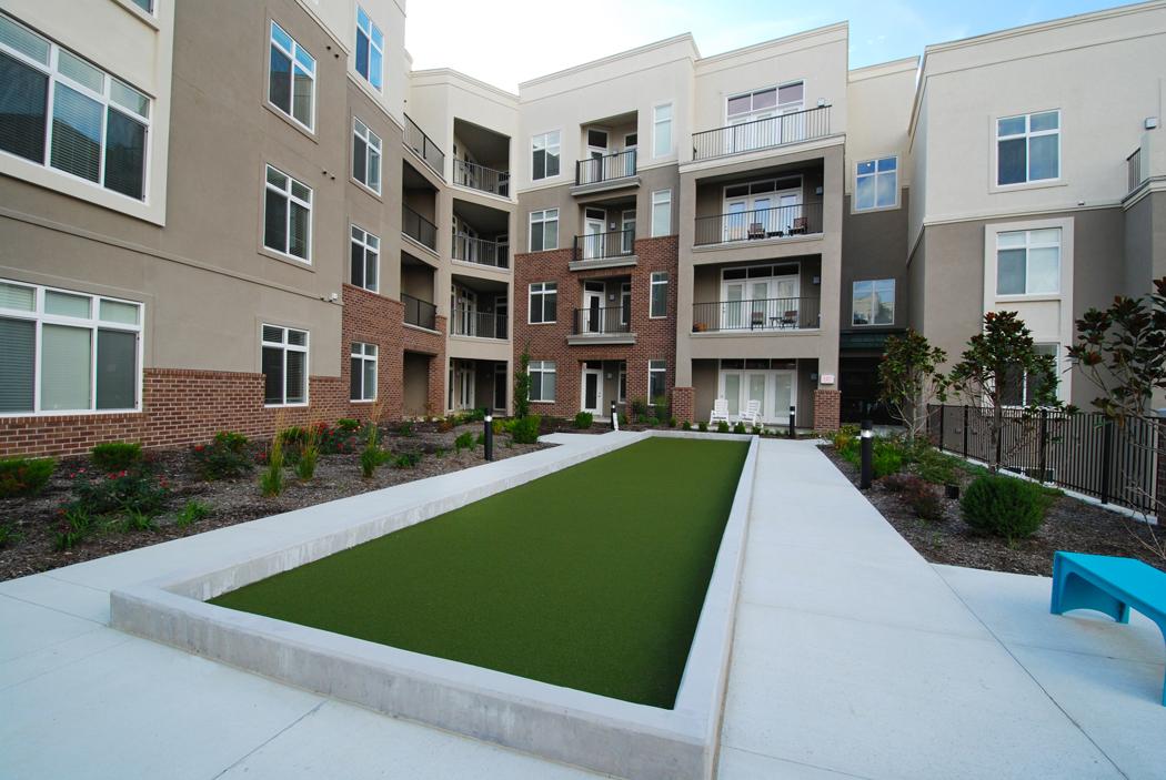 Putting  Green at Domain City Center Luxury Apartments in Lenexa, Kansas
