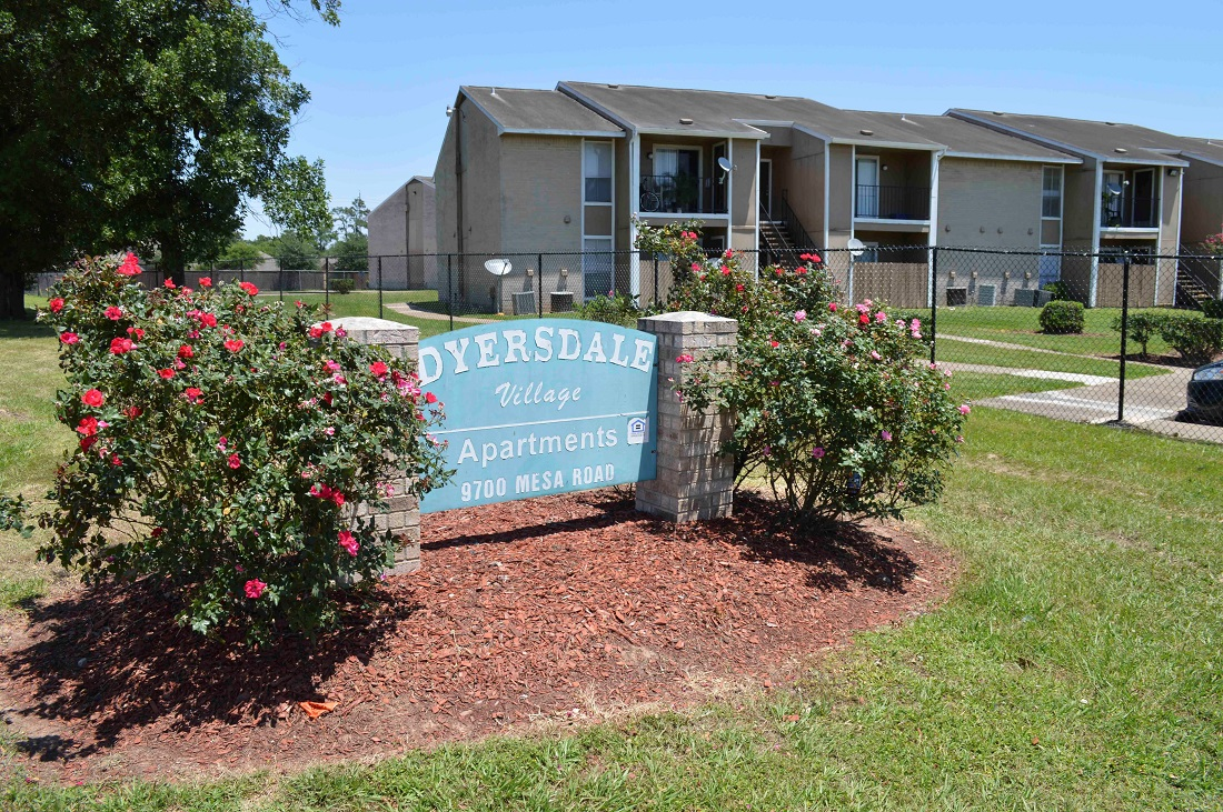 Welcome Signage at Dyersdale Village Apartments in Houston, Texas