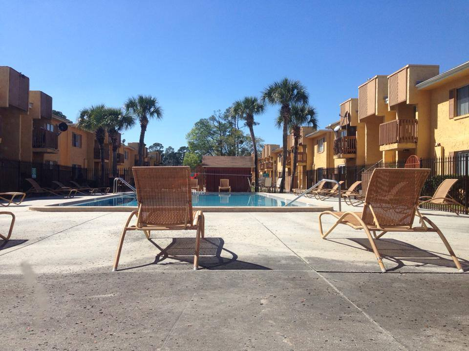 Swimming Pool with Sun Deck at Eagle Rock II Apartments in Jacksonville, Florida