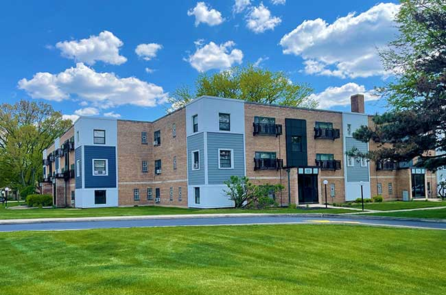 Short Term Leases Available at Elmhurst Terrace Apartments in Elmhurst, Illinois