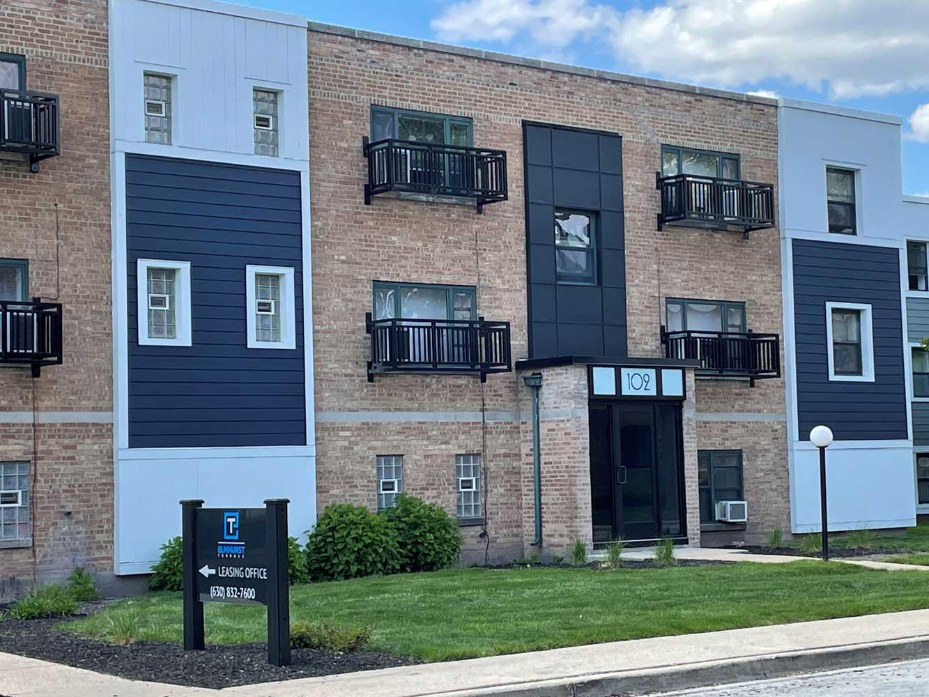 Exterior View at Elmhurst Terrace Apartments in Elmhurst, Illinois