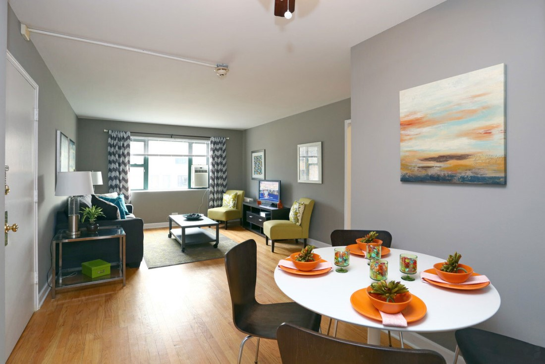 Dining Area at Elmhurst Terrace Apartments in Elmhurst, Illinois