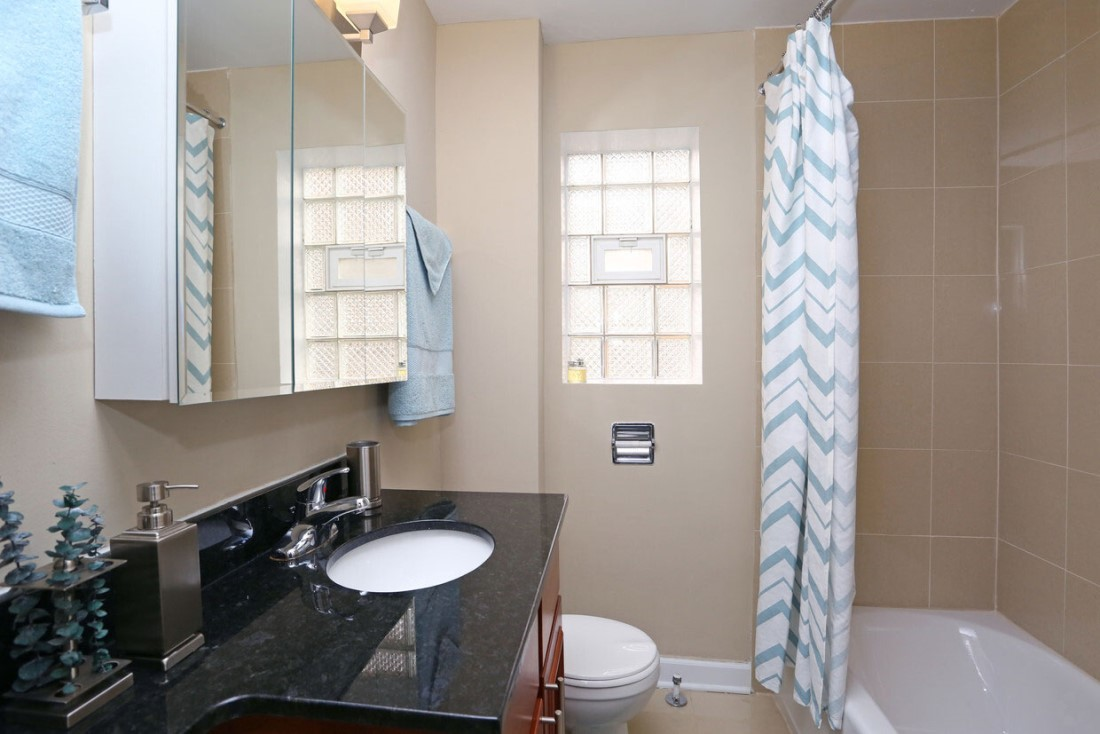 Shower and Tub at Elmhurst Terrace Apartments in Elmhurst, Illinois