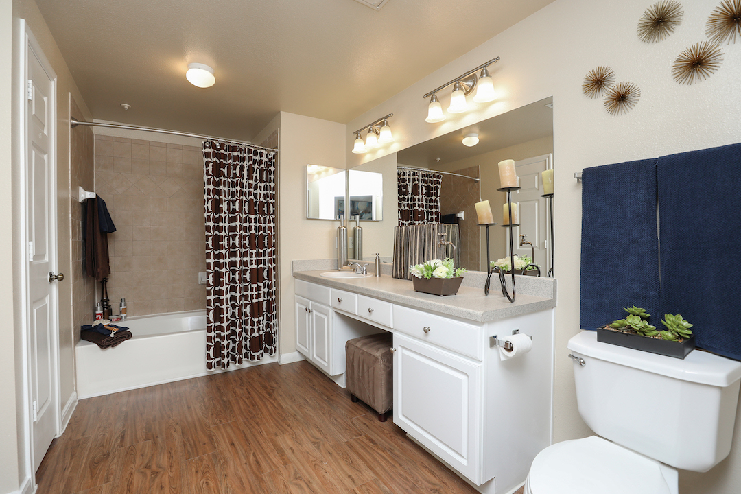 Expansive Garden Bathtubs at The Enclave at Woodbridge Apartments in Sugar Land, TX