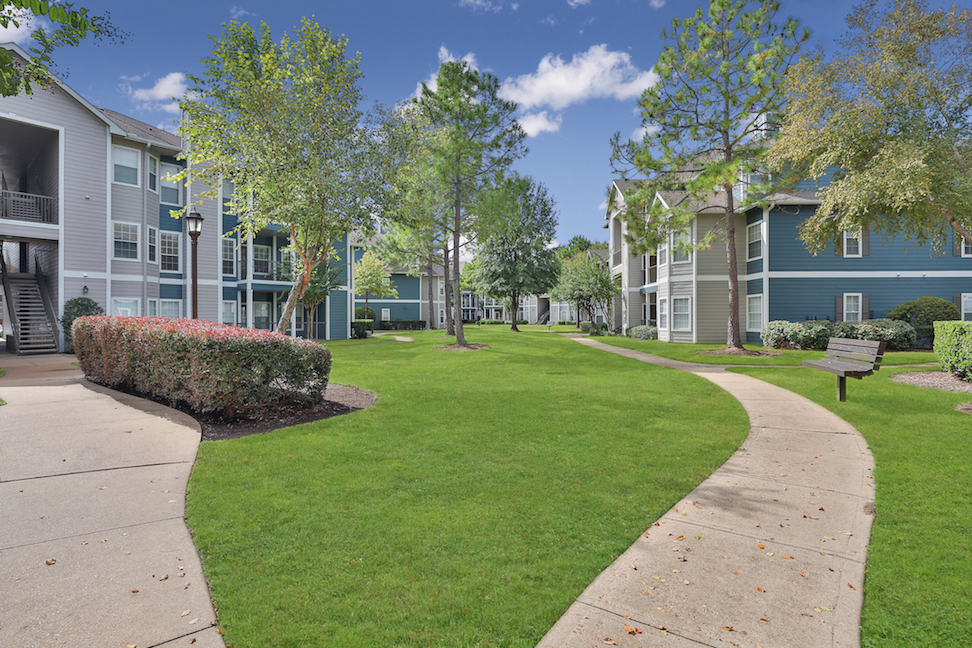 Green Space at The Enclave at Woodbridge Apartments in Sugar Land, TX