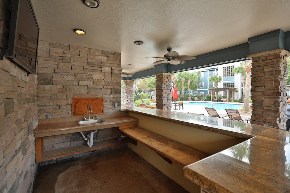 Bar Station with TV at The Enclave at Woodbridge Apartments in Sugar Land, TX