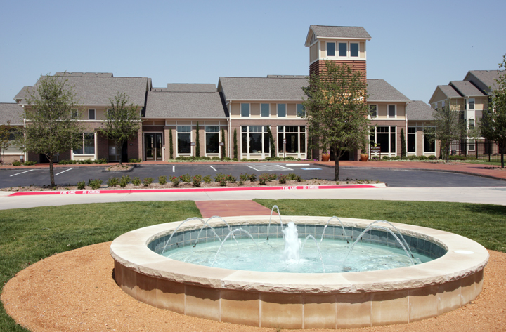 Sparkling Fountain at Encore on Alsbury Apartments in Burleson, TX