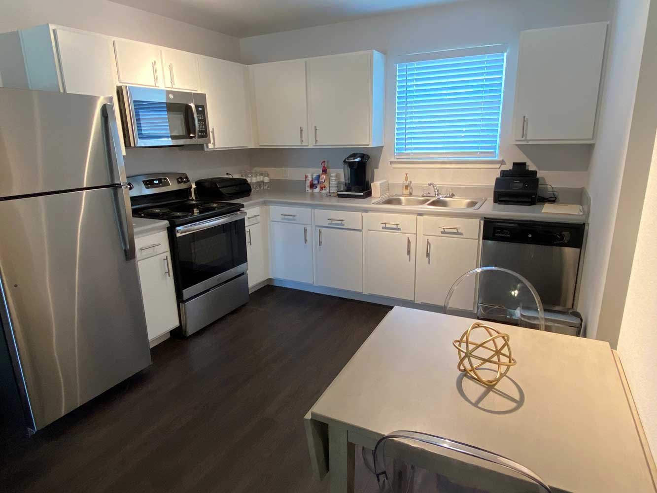 Fully Equipped Kitchen at Esperanza at Queenston Apartments in Houston, Texas