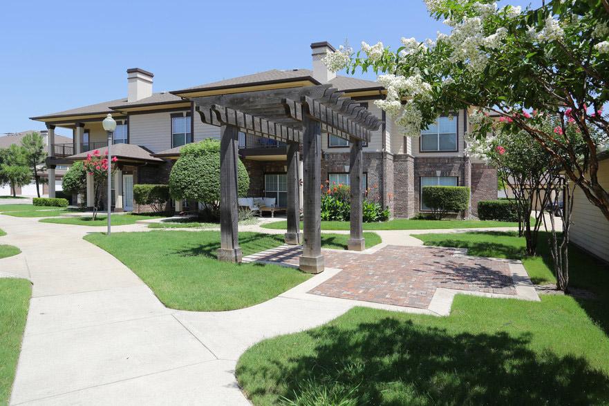 Exterior View at Estate Villas at Krum Apartments in Krum, TX