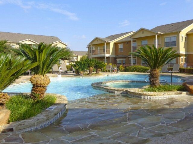 Resort-Style Pool at the Oxford at Estonia Apartments in San Antonio, TX