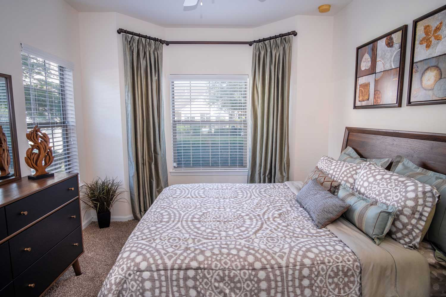 Warm Color Bedroom at The Oxford at Estonia Apartments in San Antonio, TX