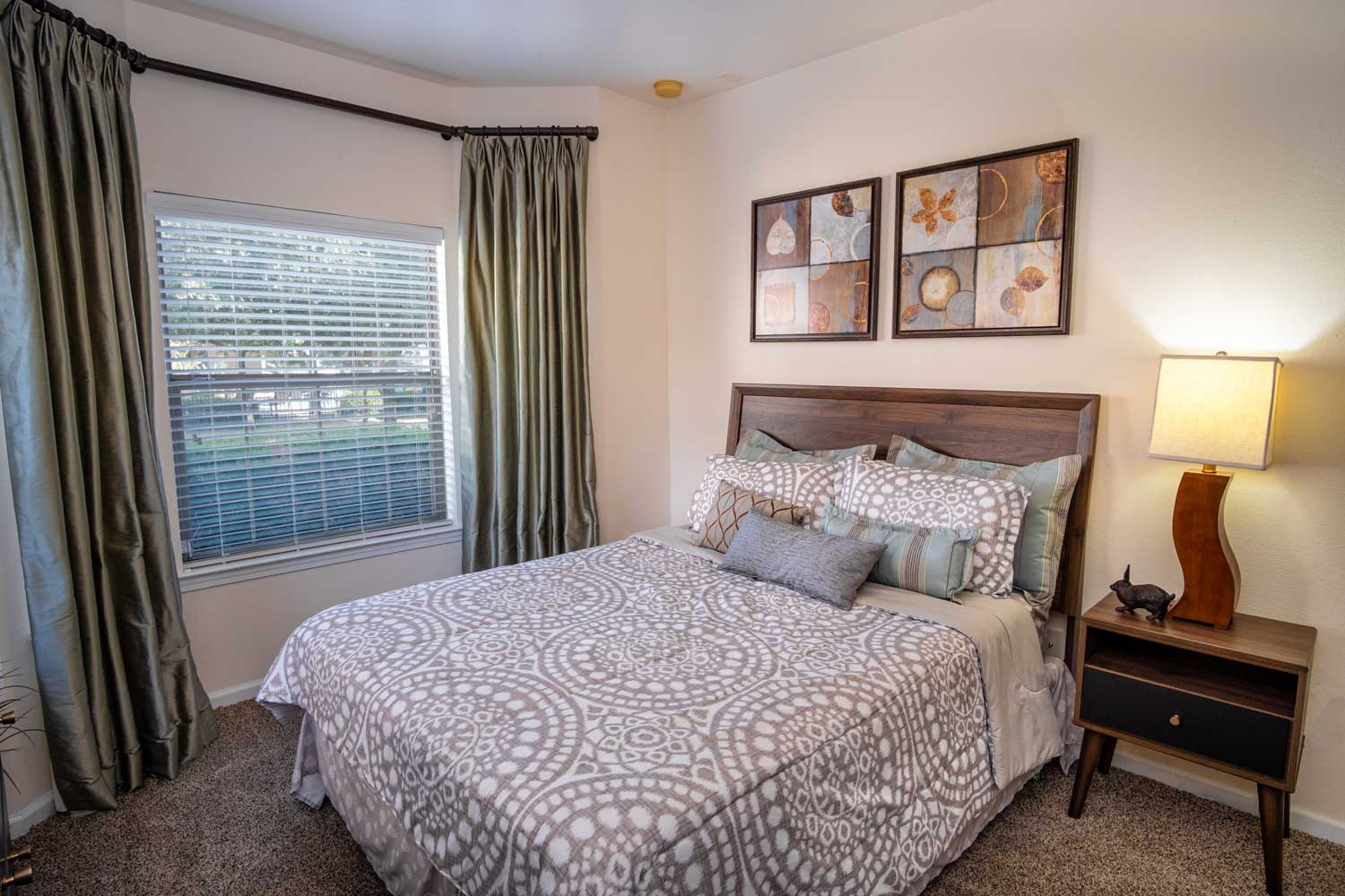 Two Bedroom Apartments at The Oxford at Estonia Apartments in San Antonio, TX
