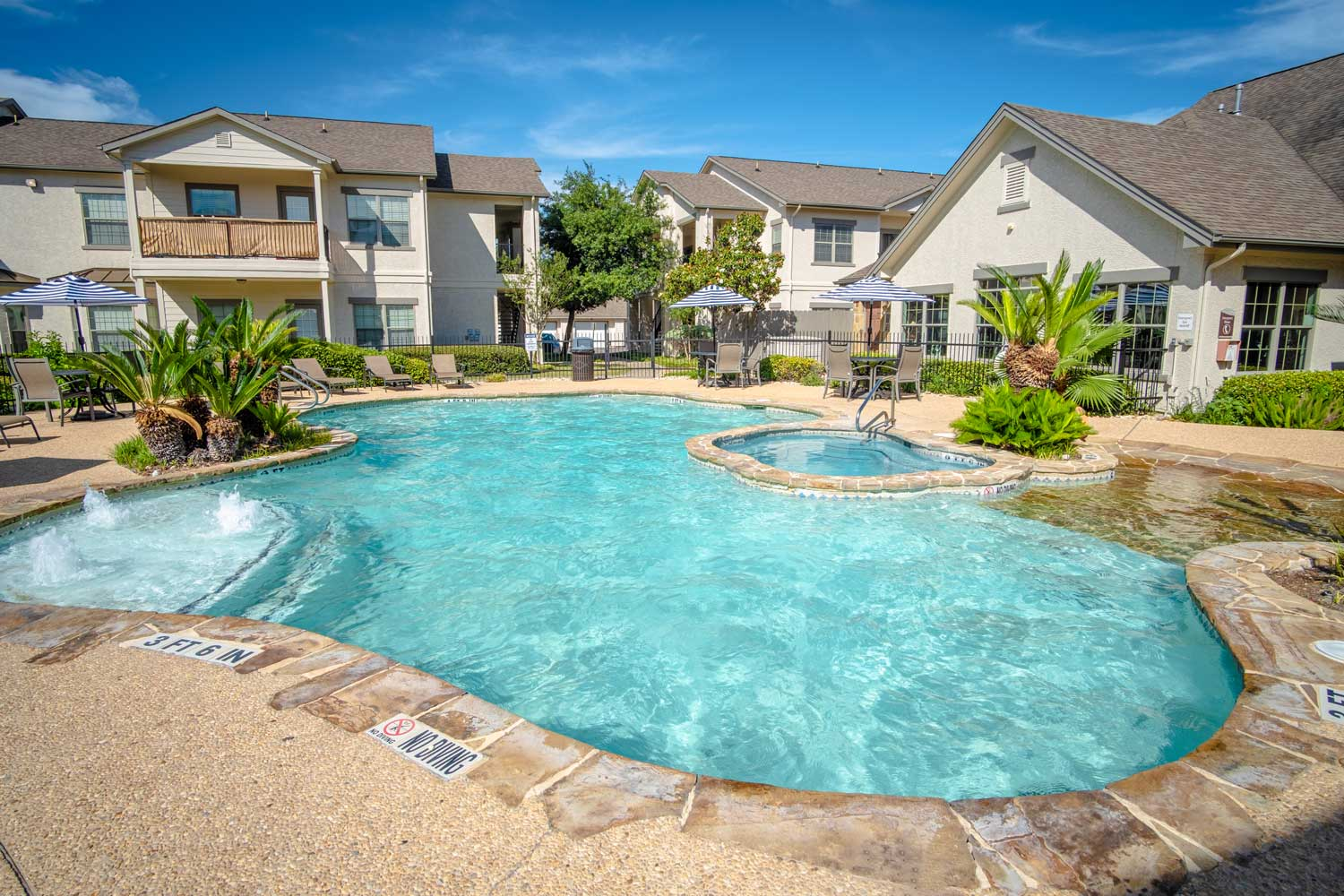 Large Pool at The Oxford at Estonia Apartments in San Antonio, TX