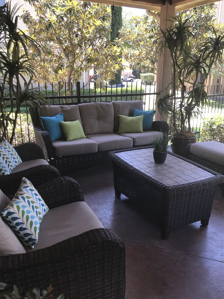 Outdoor Lounge at Oxford at Estonia Apartments in San Antonio, TX