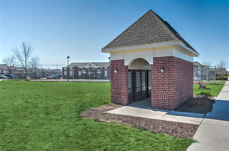 Lush, Green Landscaping at Fairways at Lincoln Apartments in Lincoln, Nebraska