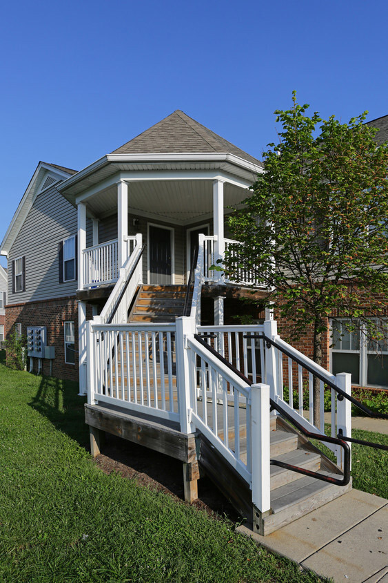 Louisville Apartment Homes at Falcon Crest Apartments in Louisville, Kentucky