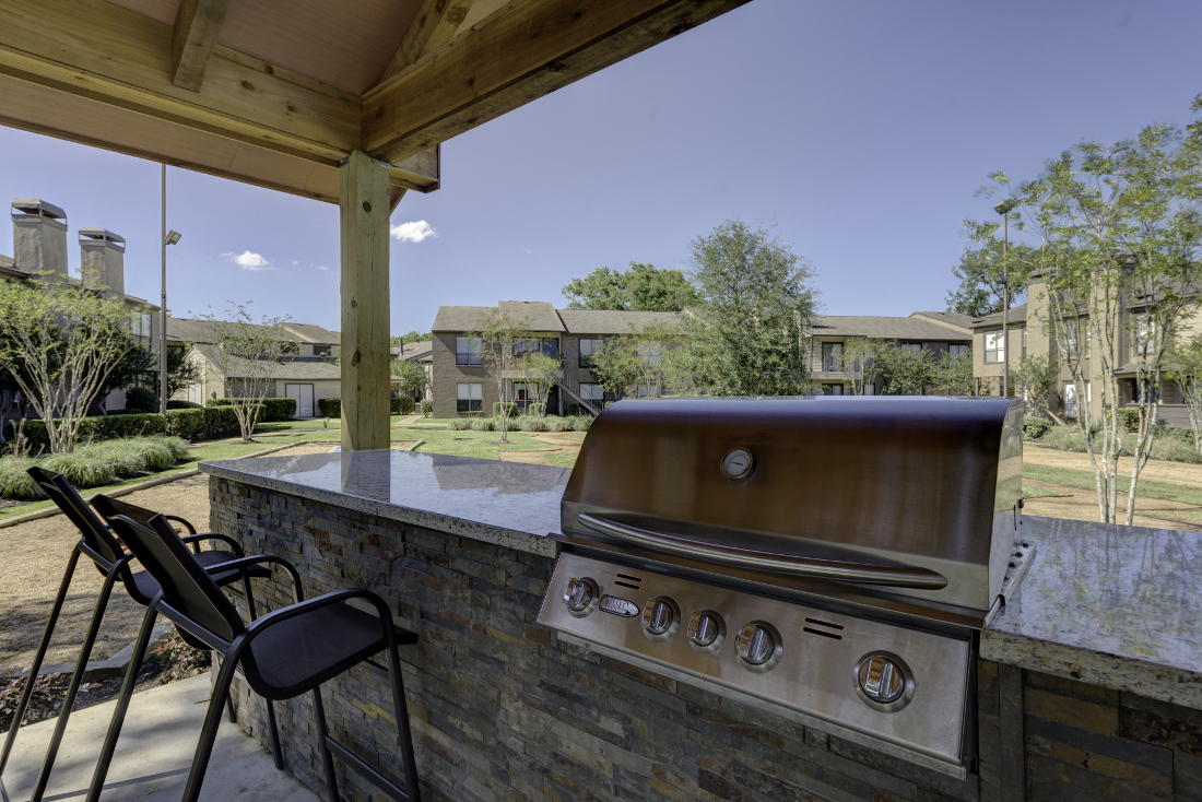 Grill Station at Falls at Clear Lake Apartments in Webster, TX