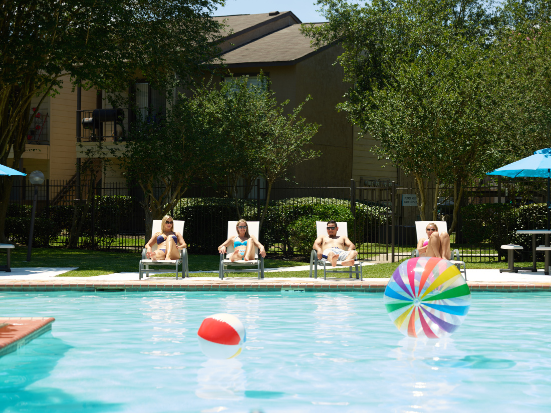Sparkling Swimming Pool at Falls at Clear Lake Apartments in Webster, TX