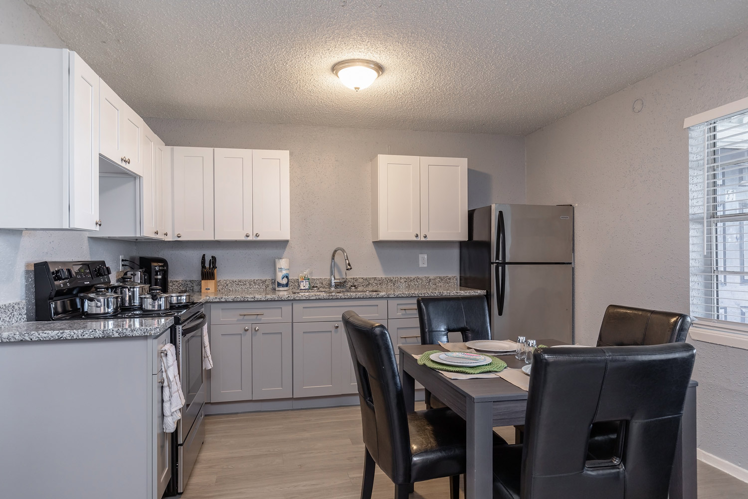 Stainless Steel Appliances at The Five Points at Texas Apartments in Texas City, Texas