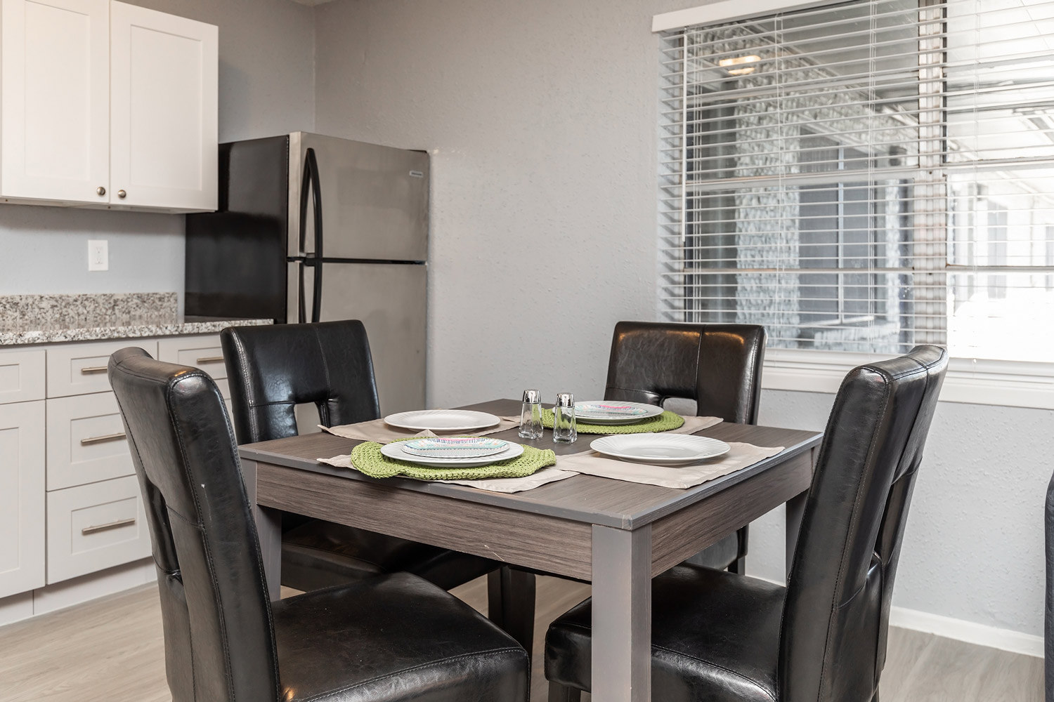 Dining Area at The Five Points at Texas Apartments in Texas City, Texas