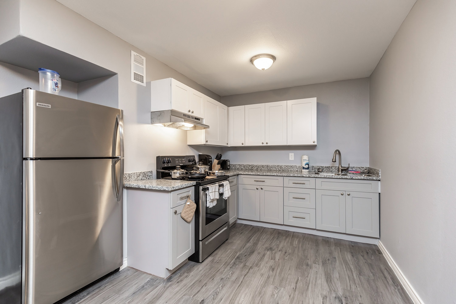 White Kitchen at The Five Points at Texas Apartments in Texas City, Texas