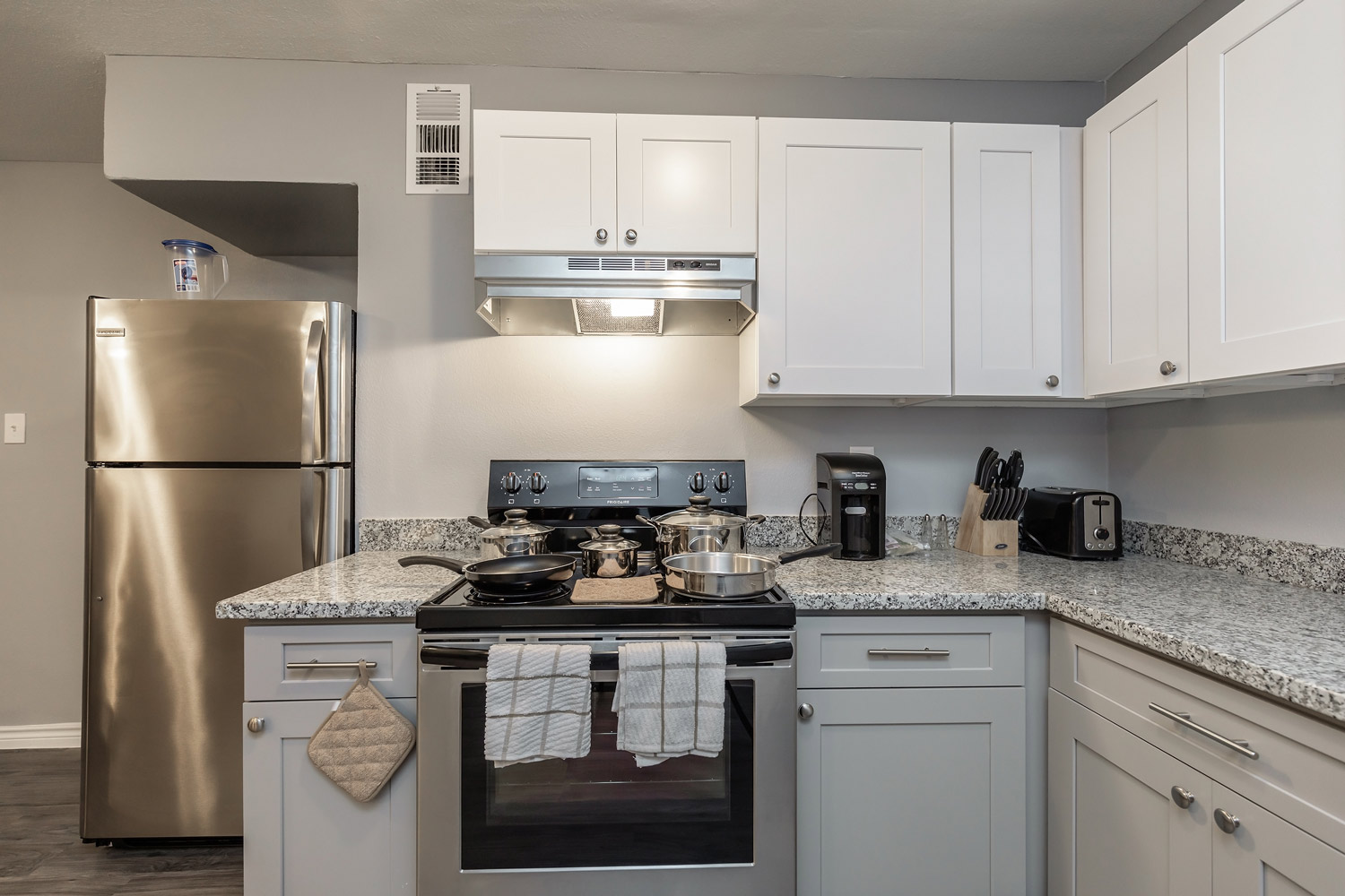 Cooking Range at The Five Points at Texas Apartments in Texas City, Texas