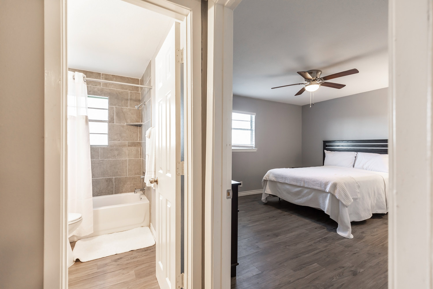 Bedroom with Ceiling Fan at The Five Points at Texas Apartments in Texas City, Texas