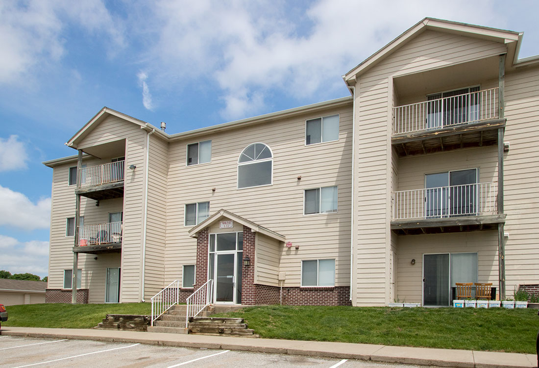 Conveniently Located Apartment Homes at Flatwater Apartments in La Vista, Nebraska