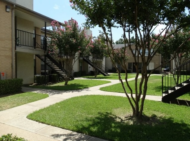 Lush, Green Landscape at Forest Cove Apartments in Dallas, Texas