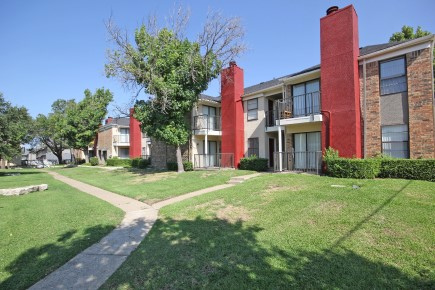 Charming Community Living at Forest Cove Apartments in Dallas, Texas