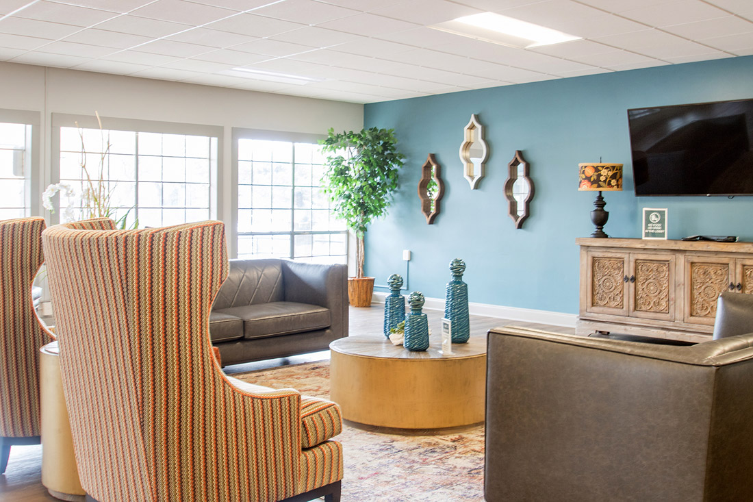 Comfortable Community Lounge at Forest Dale Apartments in Dallas, Texas