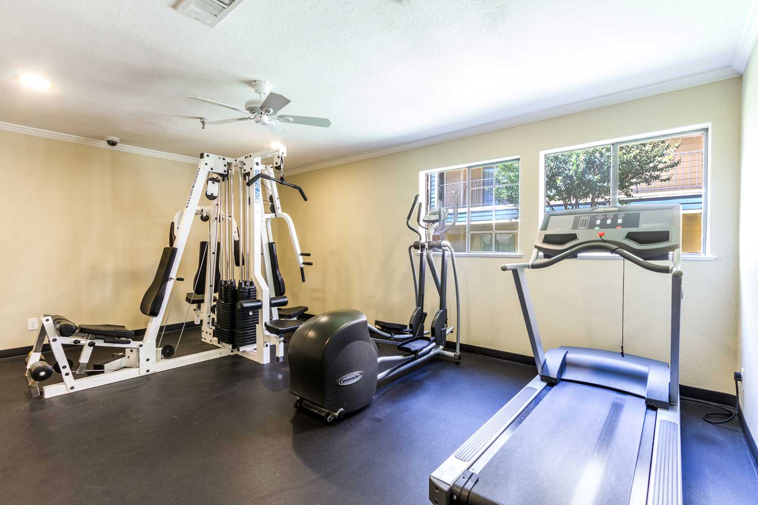 Fitness Centerat Forest Hills in Apartments Dallas, TX