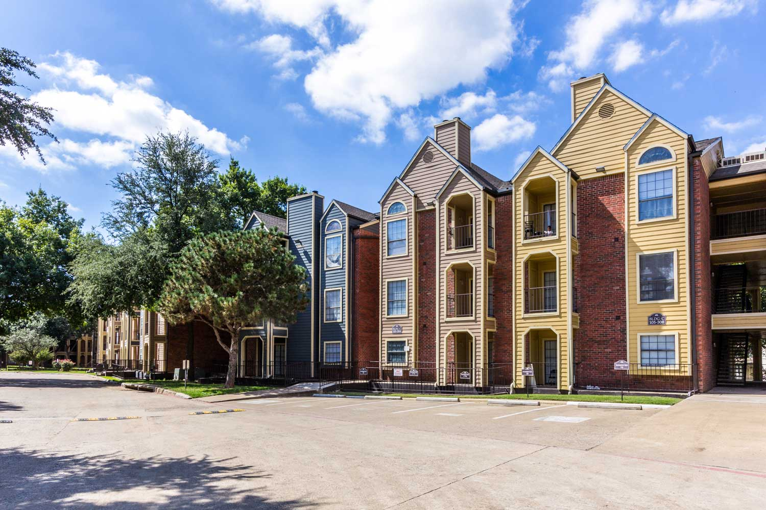 Vast and Spacious Parking Lotat Forest Hills Apartments in Dallas, TX