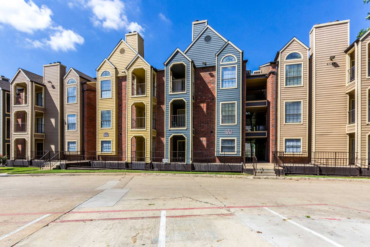 Pet-Friendly Apartments for Rentat Forest Hills Apartments in Dallas, TX
