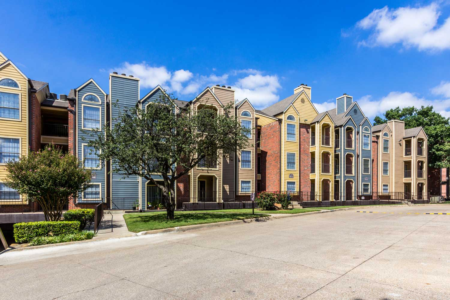 Townhouse-Style Apartments for Rent at Forest Hills Apartments in Dallas, TX