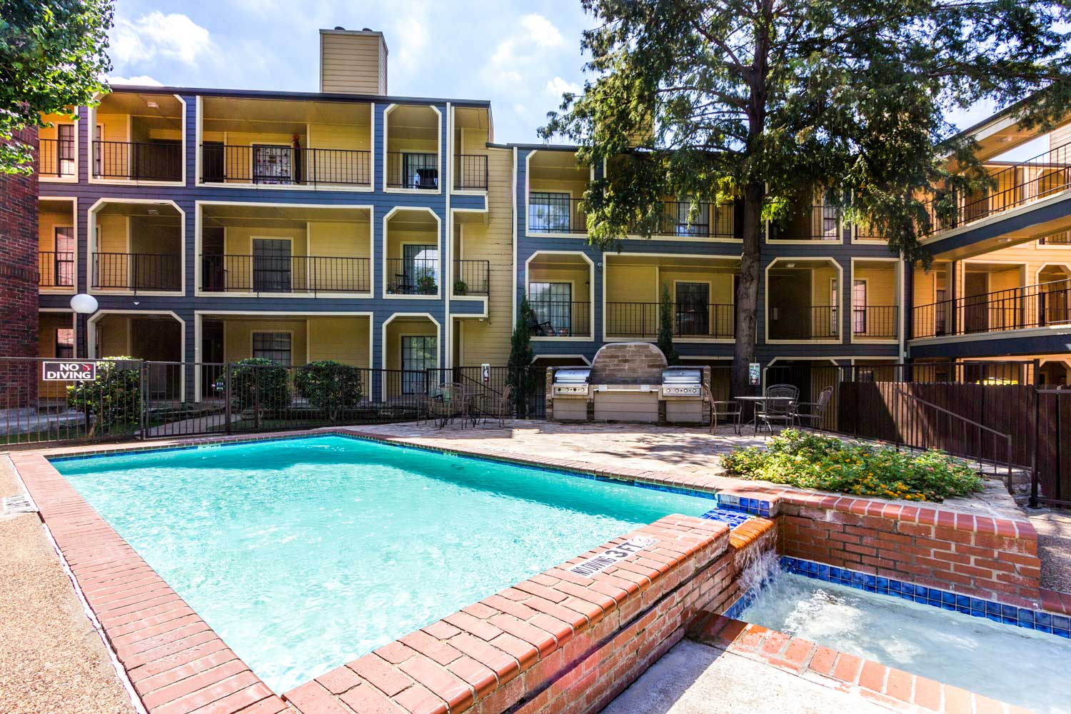 Wading Pool with Water Fountain Feature at Forest Hills Apartments in Dallas, TX